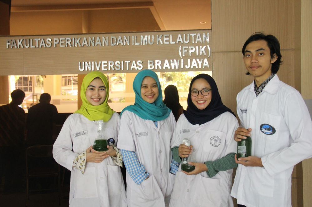 Mahasiswa UB Ciptakan Pupuk Alternatif Mikroalga dari Limbah Cair Ikan Layang yang Bernilai Gizi Tinggi dan Ekonomis