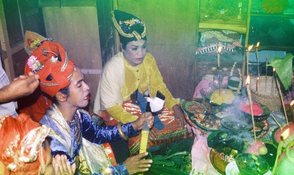 Selain Laki-laki dan Perempuan, Ada Gender Lain di Suku Bugis