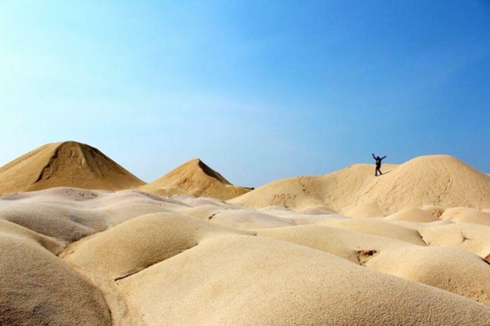 Tak Perlu Beranjak dulu ke Timur Tengah, Indonesia juga Punya Bukit Pasir Ala Gurun Arab
