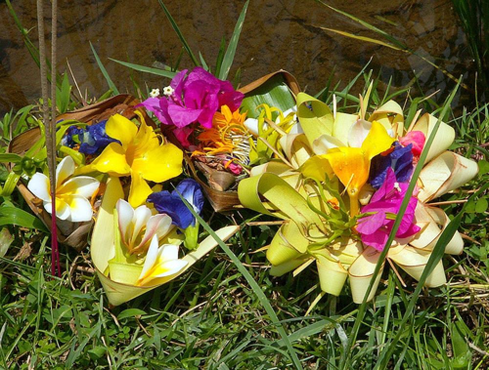 Pariwisata, Bunga dan Makna Hidup serta Keseharian Orang Bali