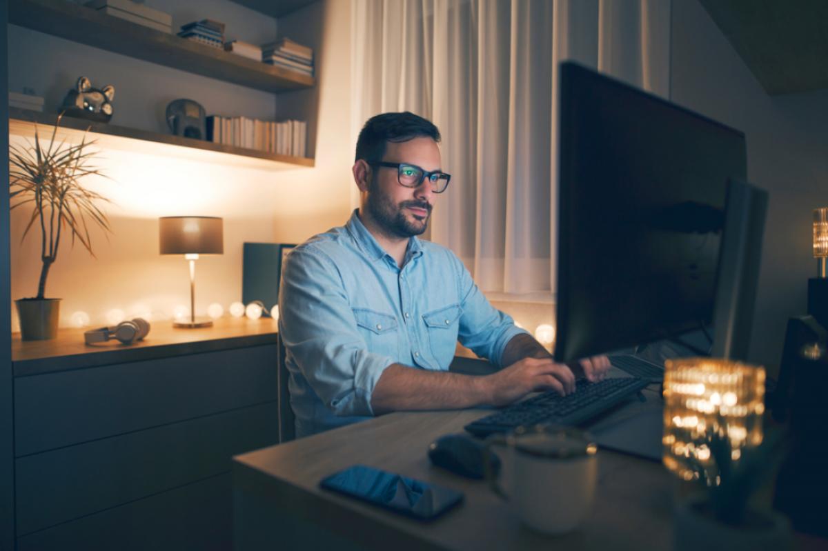 Sasar Pengguna Internet Malam, Smartfren Berikan Benefit Tambahan