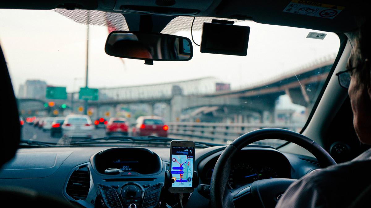 Menjajal 'FLO', Bayar Tol Tak Perlu Berhenti Atau Buka Kaca Mobil