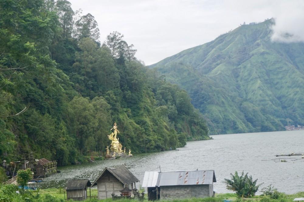 Eksplorasi Di Titik Terbaik Lanskap Gunung dan Danau Batur