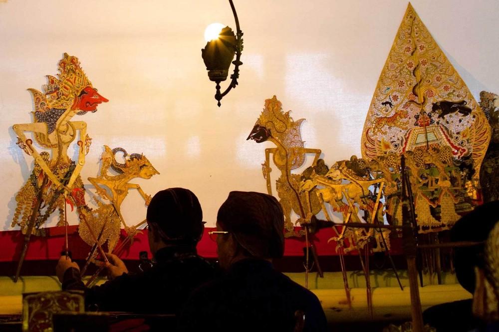 Pagelaran Wayang Kulit Indonesia Memukau Warga Belgia