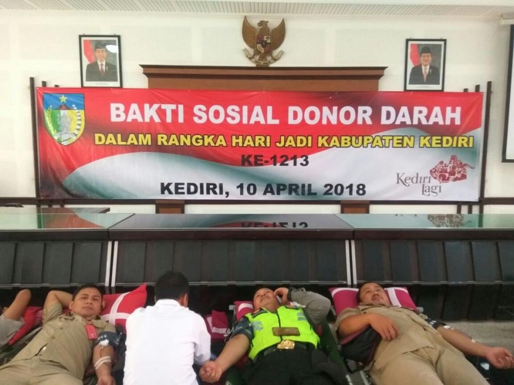 Tetap solid dalam donor darah di hari jadi Kabupaten Kediri