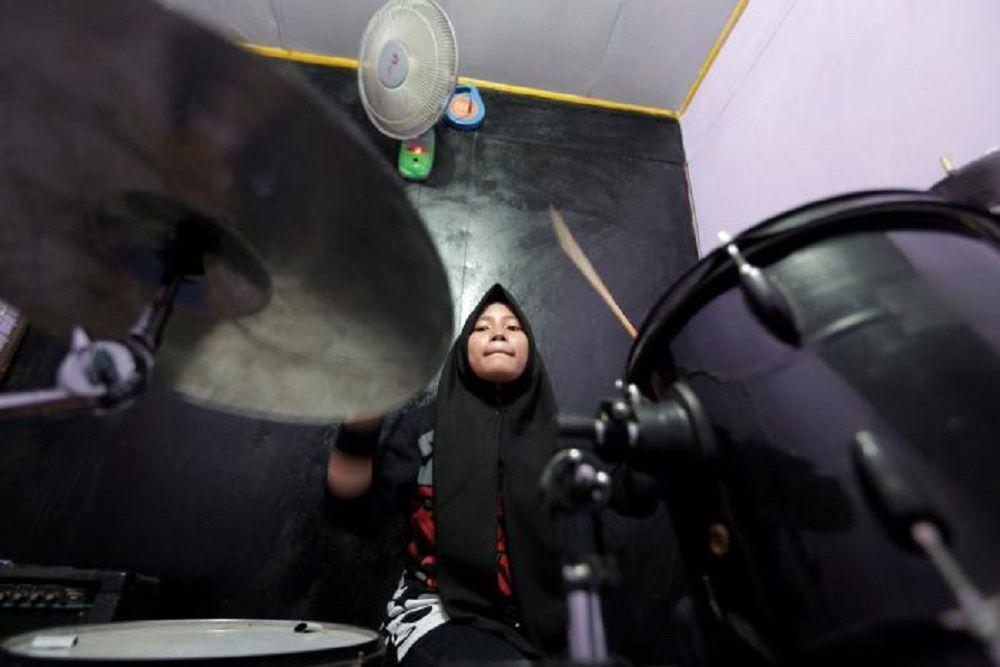 Grup Musik Perempuan Berkerudung yang Metal Abis