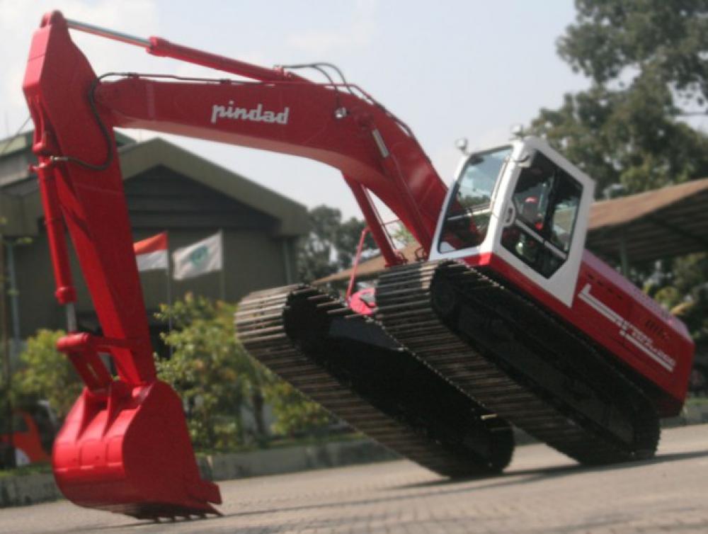 Excava 200. Excavator buatan PT Pindad