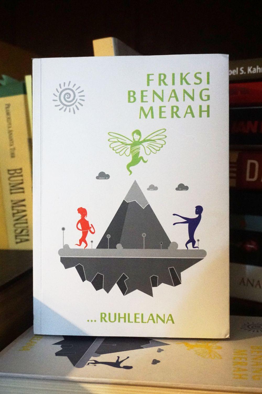 Review Buku Friksi Benang Merah [Tetralogi Kitab Metafiksi]