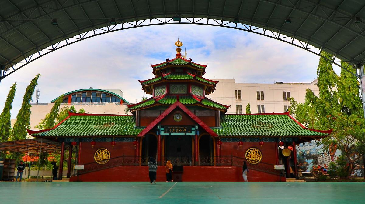 Sejarah Hari Ini (13 Oktober 2002) - Bernuansa Tionghoa Muslim, Masjid Cheng Ho Surabaya