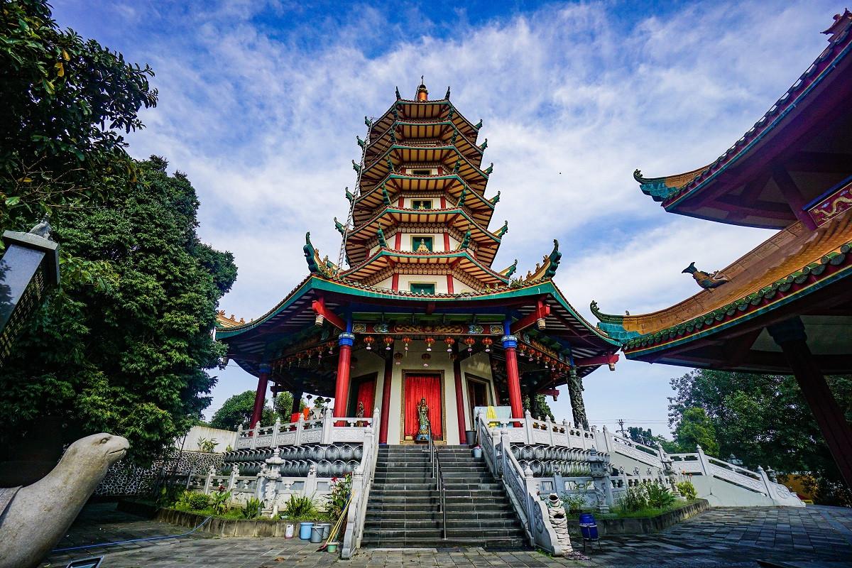 Sejarah Hari Ini (14 Juli 2005) - Salah Satu yang Tertinggi di Indonesia, Pagoda Avalokitesvara
