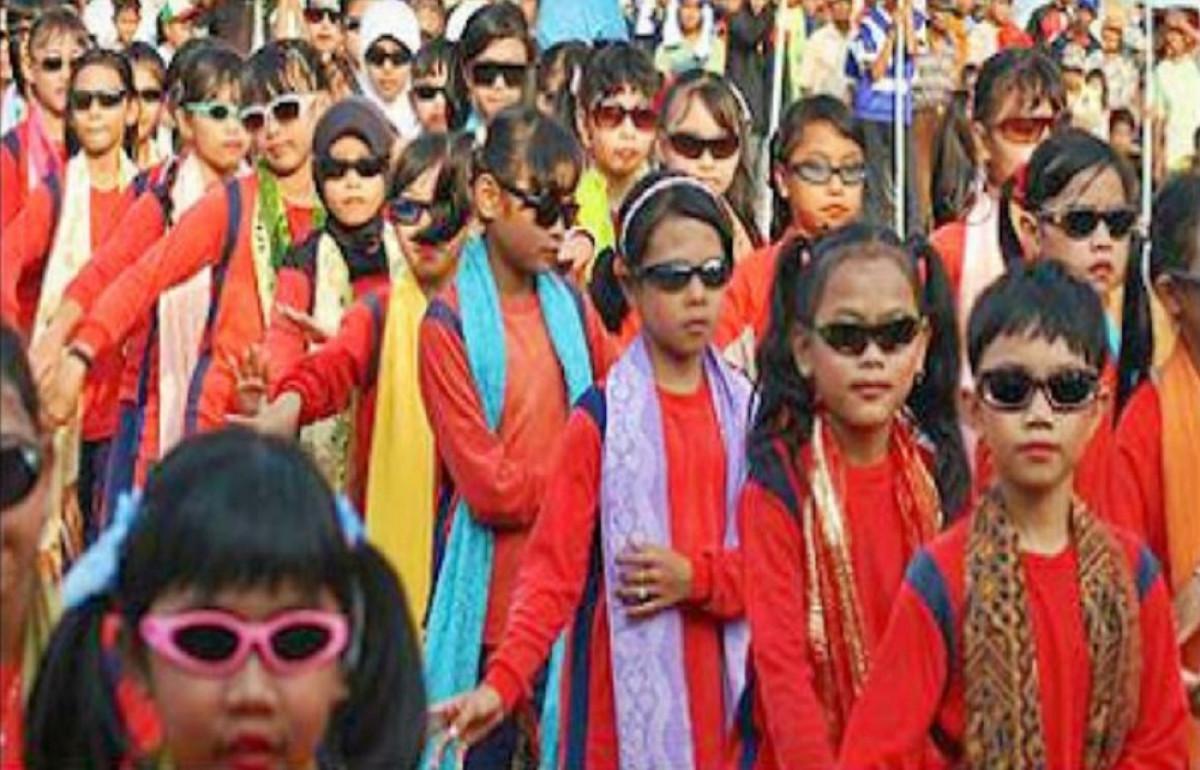 Sejarah Hari Ini (20 Mei 2012) - Ribuan Penari Bangkitkan Tari Umbul Situraja