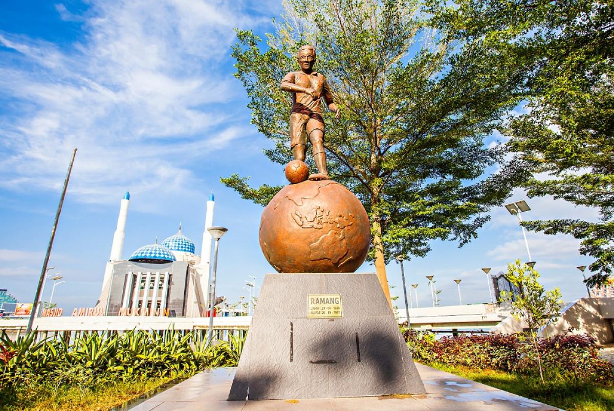 Sejarah Hari Ini (24 April 1928) - Ramang, Striker Top Indonesia Era 50-an
