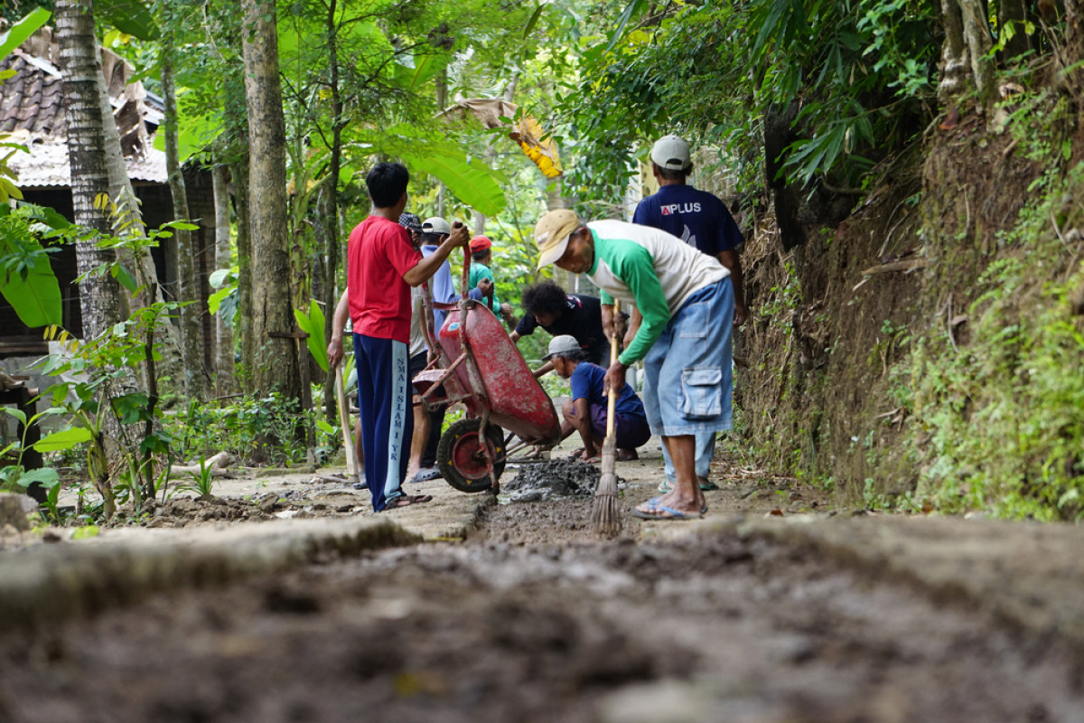 7 Tradisi Unik Gotong Royong dari Berbagai Daerah di Indonesia