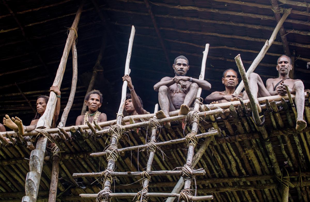 Hukuman Khakhua di Balik Mengerikannya Kanibalisme Suku Korowai