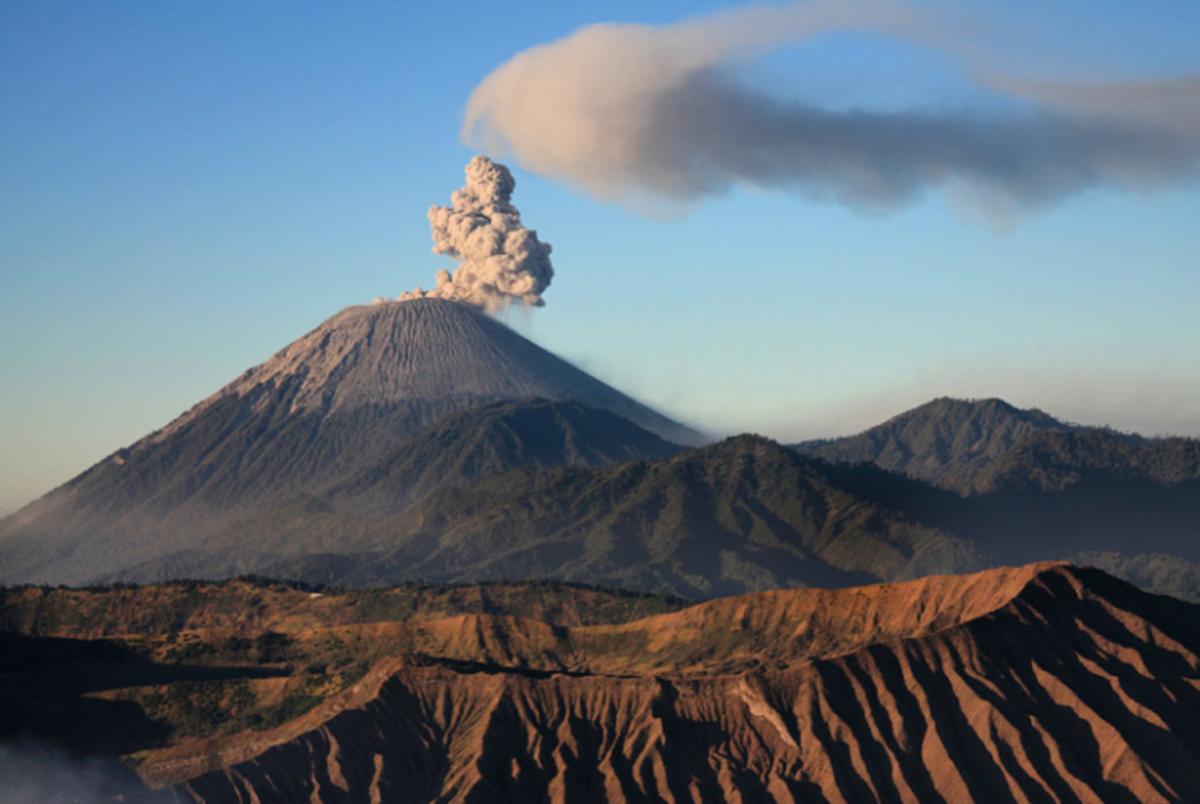 Inilah 5 Gunung Berapi Tertinggi di Indonesia