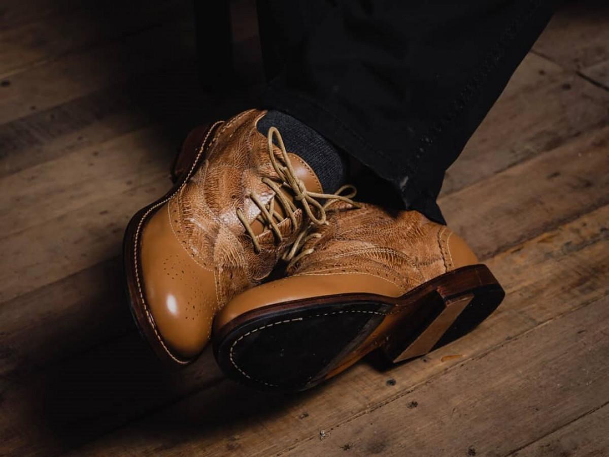 Pertama di Dunia, Sepatu dari Kulit Ceker Ayam Asal Bandung