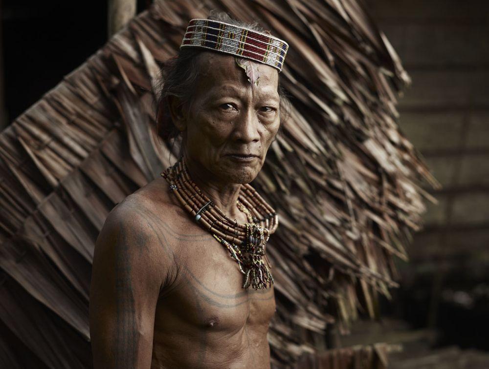 Tradisi Unik dan Menyakitkan dari Suku Mentawai