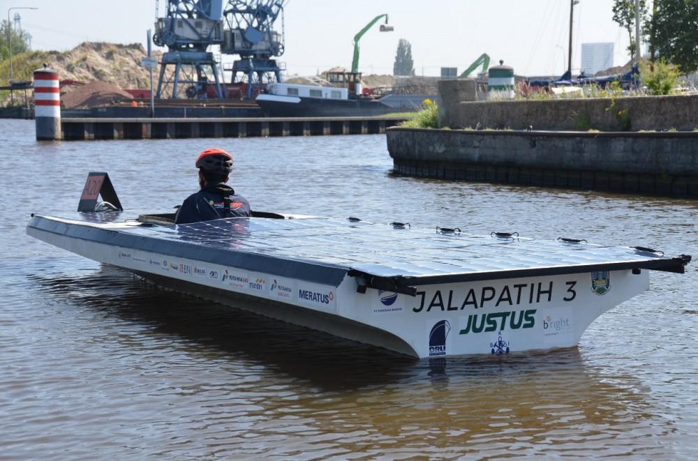 Kapal Tenaga Surya ITS Juara 3 di Belanda
