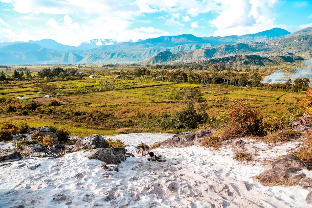 Hanya di Wamena, Ada Pasir Putih di Atas Bukit