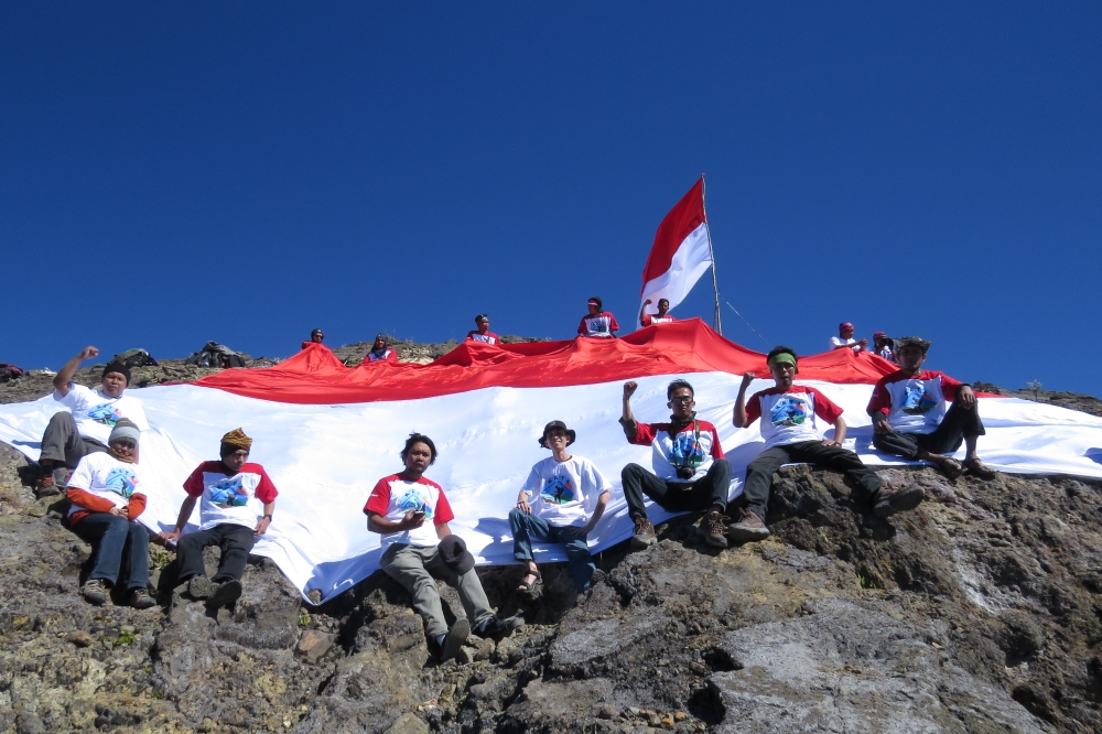 Merah Putih di Tebing Tertinggi Jawa Timur