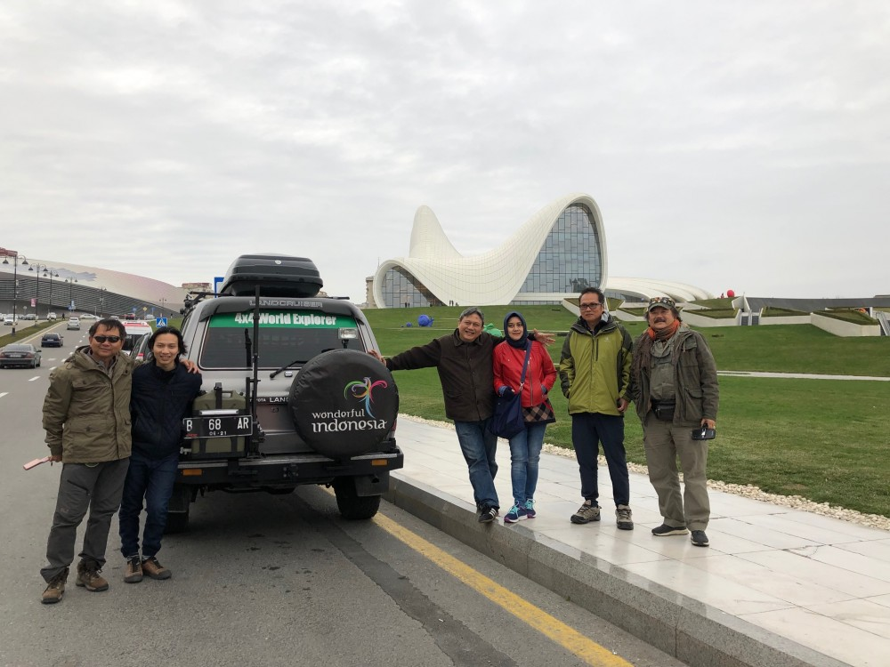 Tim Ekspedisi Dunia Asal Indonesia Berbagi Cinta untuk Pengungsi di Azerbaijan