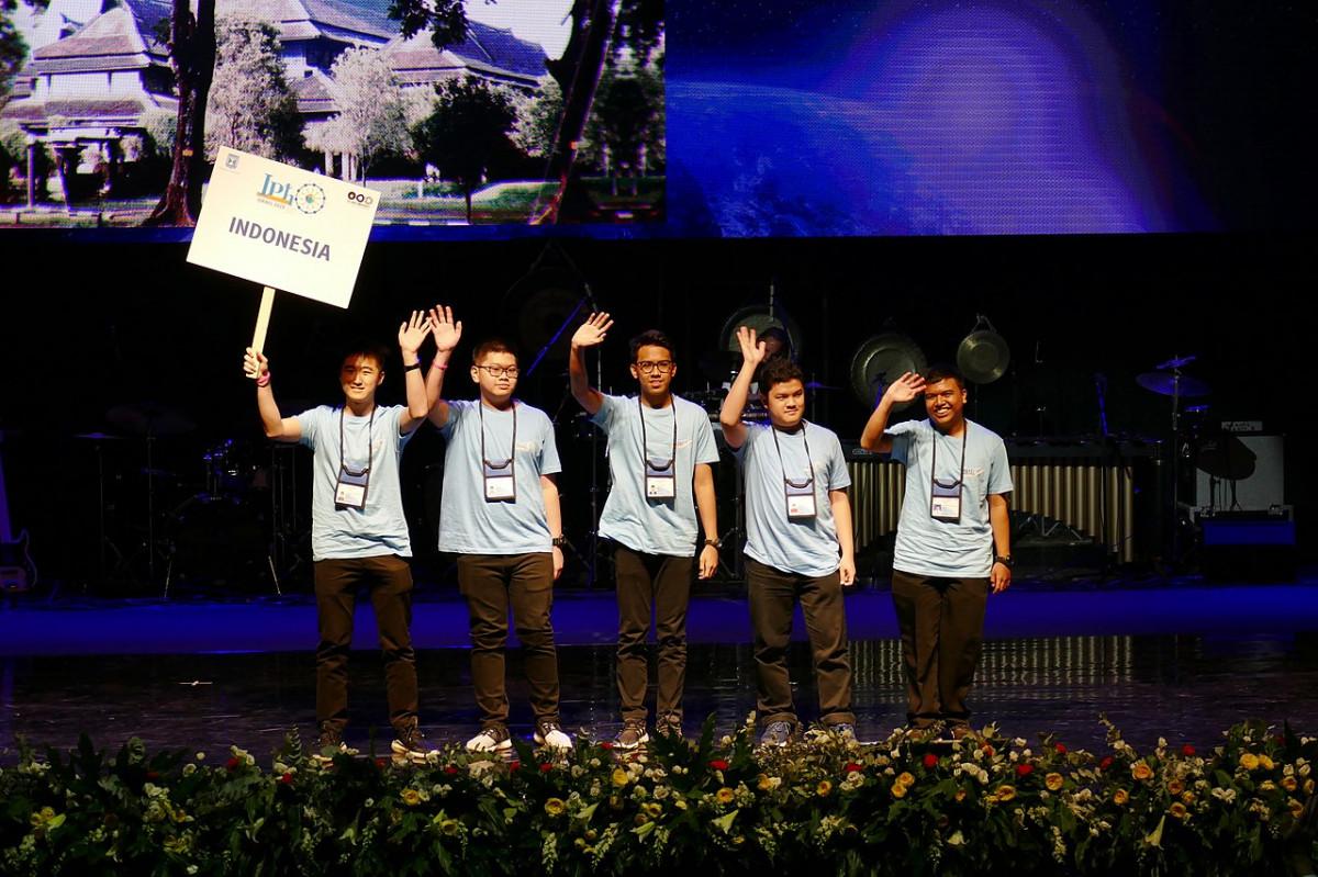 Hebat! Pelajar Indonesia Berhasil Raih 5 Medali Olimpiade Fisika Internasional 2021