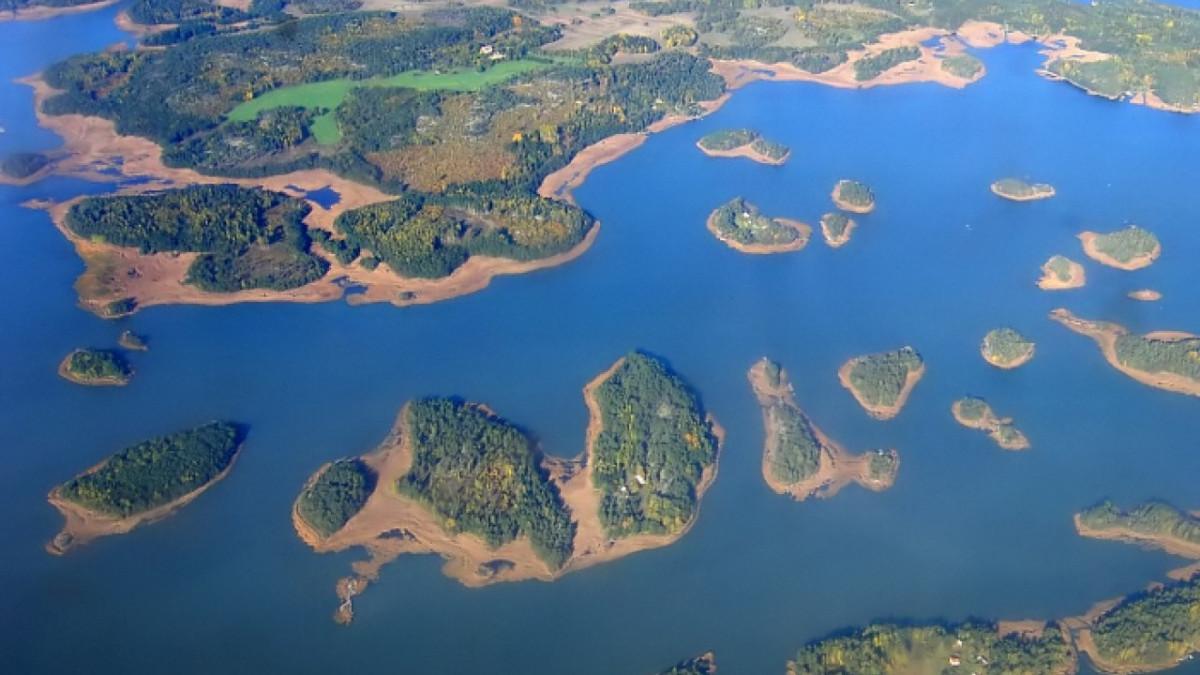 Dua Pulau Indonesia Masuk 10 Pulau Terbesar di Dunia