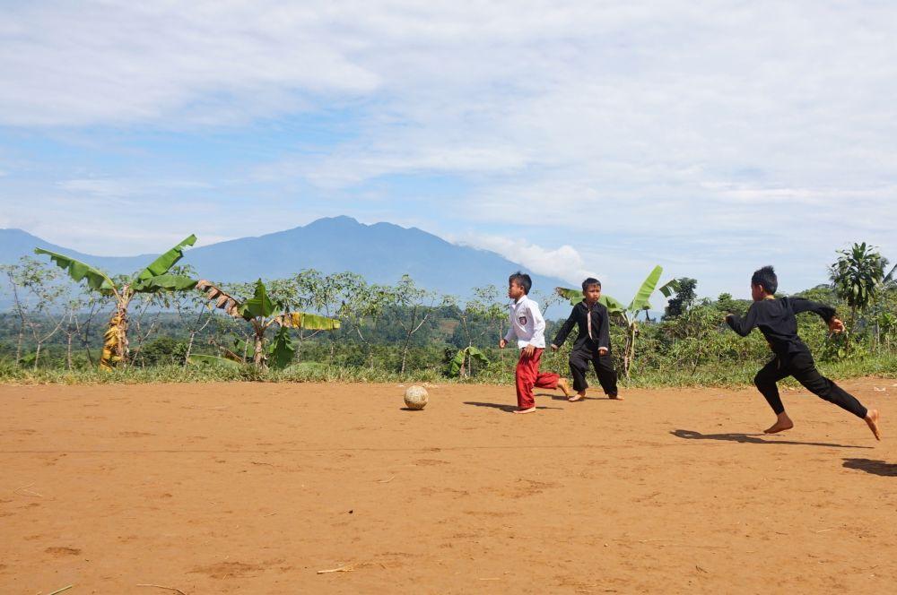 Indonesia Bukan (Hanya) Tempat Pariwisata dan Jalan-Jalan
