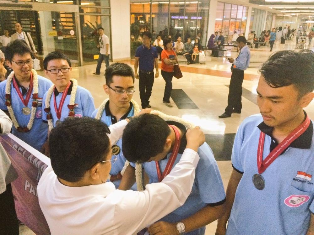 Indonesia Boyong Medali di Olimpiade Fisika Internasional