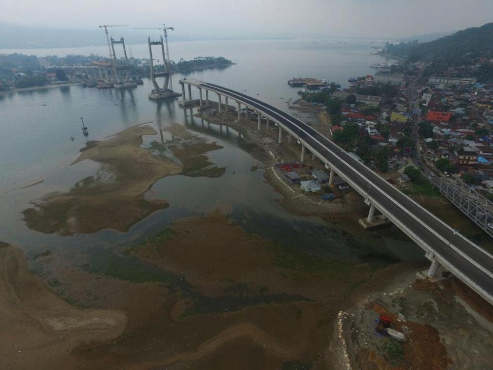 Cerita Unik di Balik Nama Jembatan Merah Putih