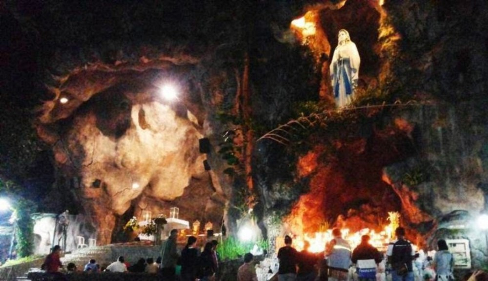 Misa Malam Jumat Legi: Menyatunya Unsur Budaya Jawa dalam Gereja Katolik