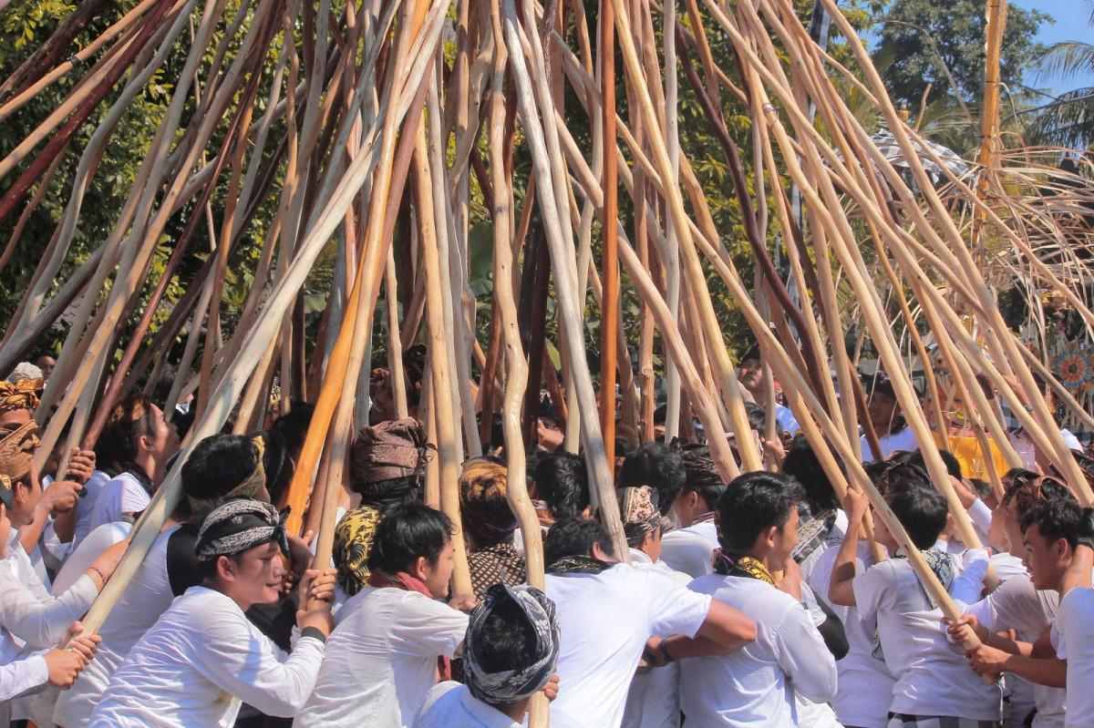 Ngerebeg Mekotek, Tradisi Tolak Bala ala Desa Adat di Bali