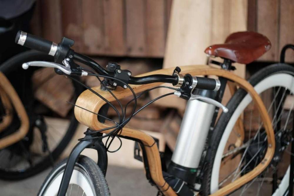 Kayuh Wooden Bike, Sepeda Kayu Listrik Pertama di Dunia