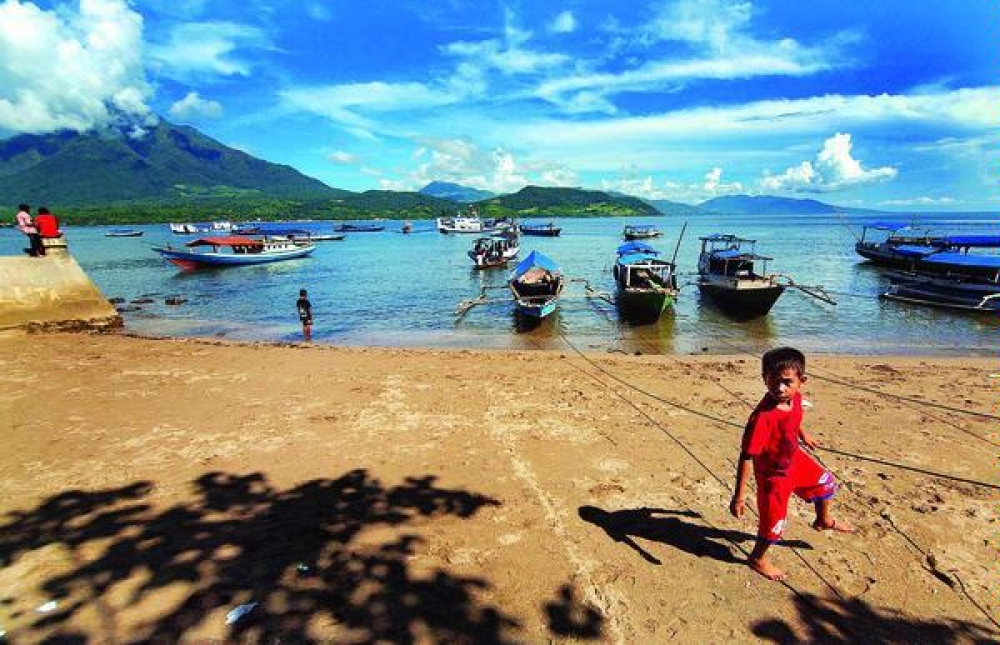 Indonesia, Inc dan 100 Mbps di Larantuka