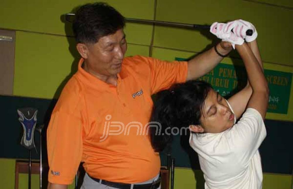 Leo, Pelatih Golf Asal Korsel yang Abdikan diri Melatih Golf untuk Tunanetra Indonesia