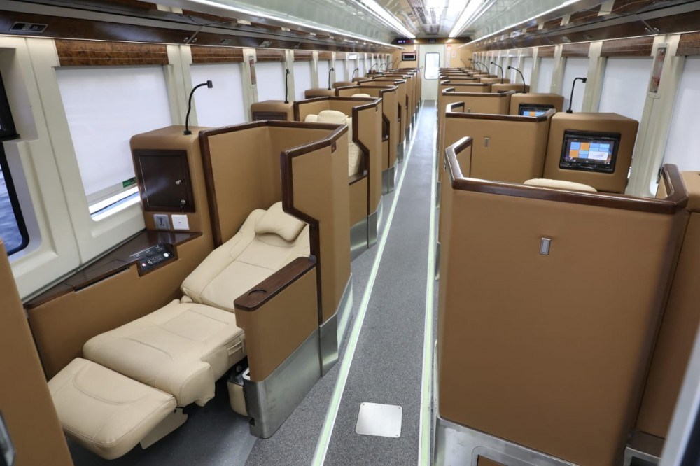 Free-flow Snacks di Gerbong Kereta Luxury 2 Baru