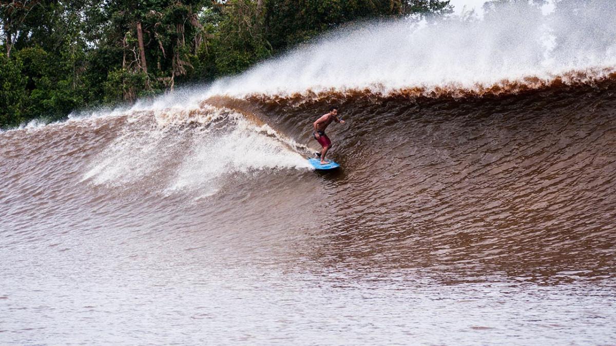 Berselancar dengan Bono, Ombak 7 Hantu dari Sungai Kampar