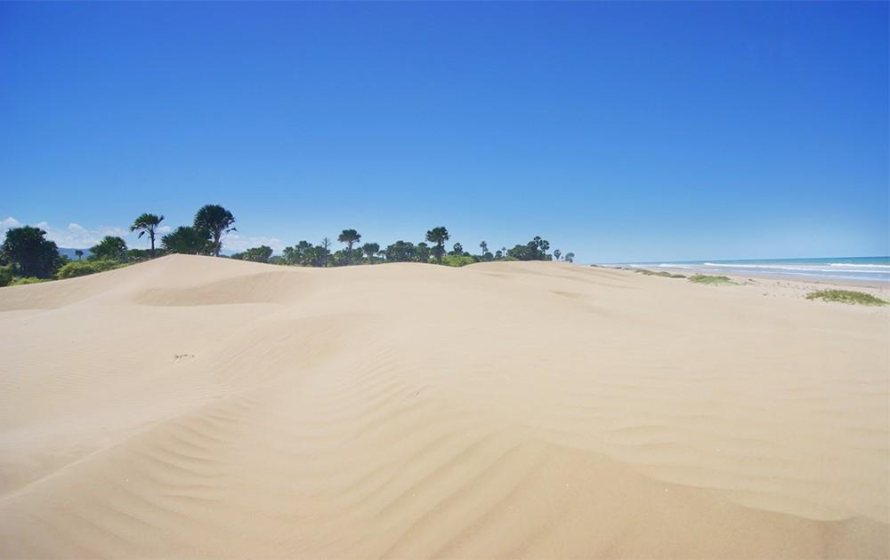 Gurun Pasir Oetune di Pantai Oetune, Berasa di Timur Tengah