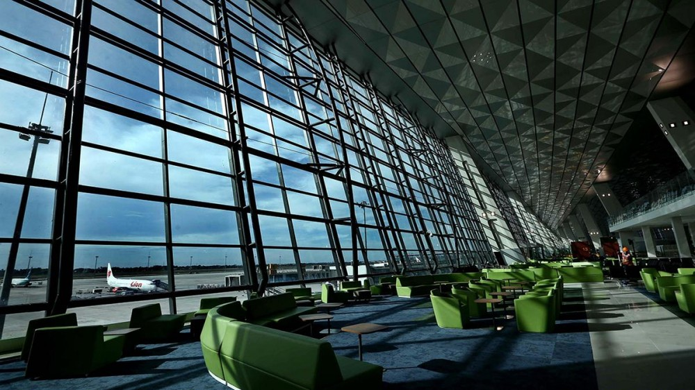 Bandara Sebagai Galeri Seni Karena Seniman Ini