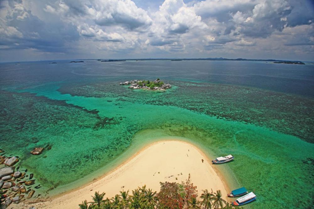 Melihat Pulau Lengkuas dari Atas