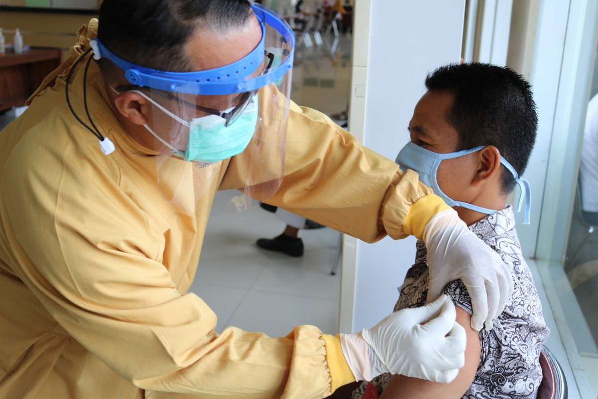 Memahami Seluk-beluk Vaksinasi Covid-19 di Indonesia