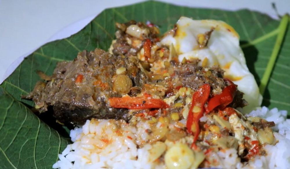 Nasi Jangkrik Makanan Khas Kota Kretek