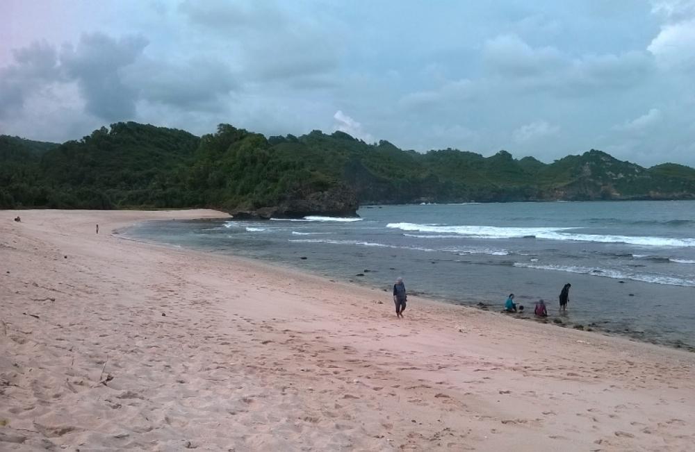 Pantai Srau, Pacitan. Sekeping Keindahan dari Indonesia