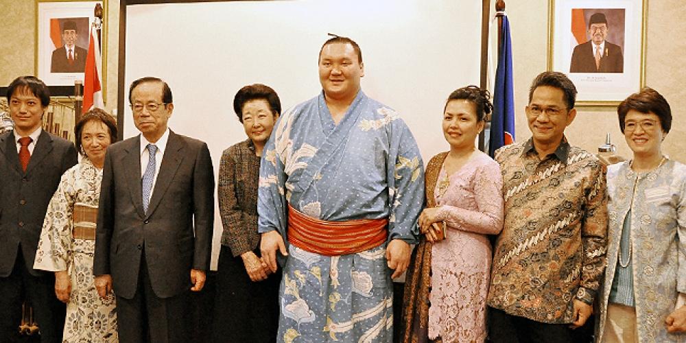 Pesumo Jepang dan Batik Indonesia