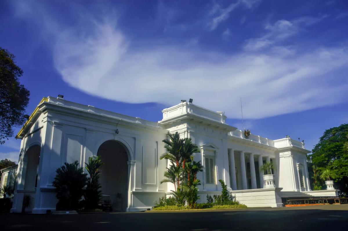 Kisah Pertimbangan Kilat 30 Detik Presiden Untuk Bangun Istana di Papua
