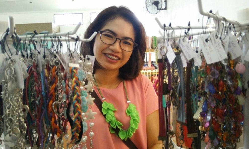 Mulai Usaha Sejak SMA, Sukses Pasarkan Produk Kerajinan ke Seluruh Negeri
