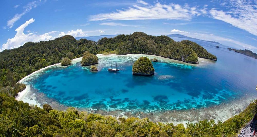 """Film """"West Papua"""" Juara di Festival Film Pariwisata Internasional"""