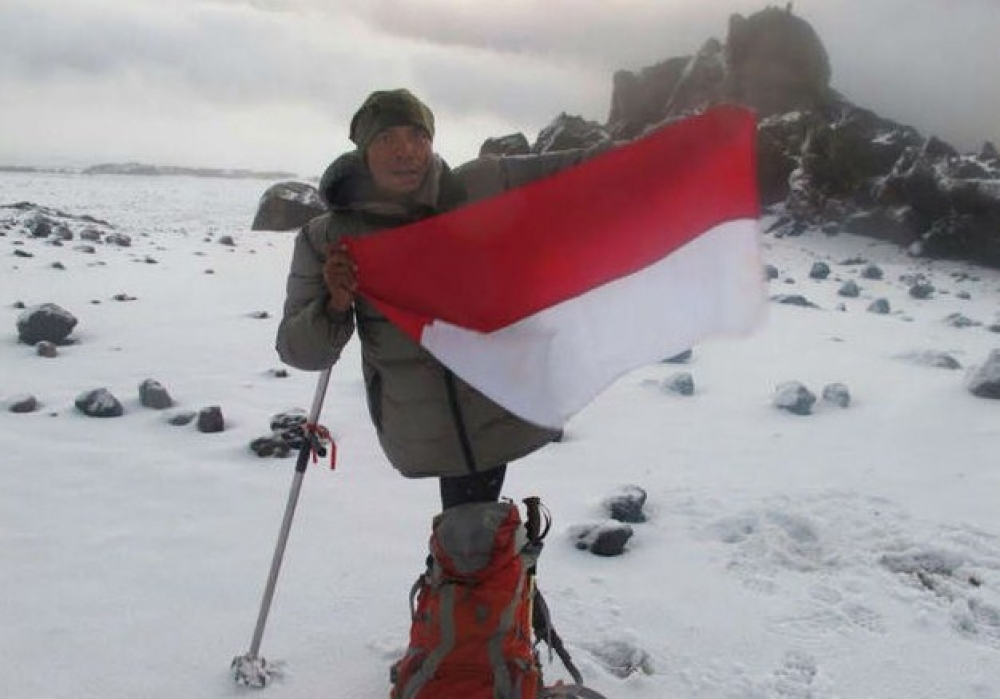 Indonesia Raya Bergaung Di Aconcagua