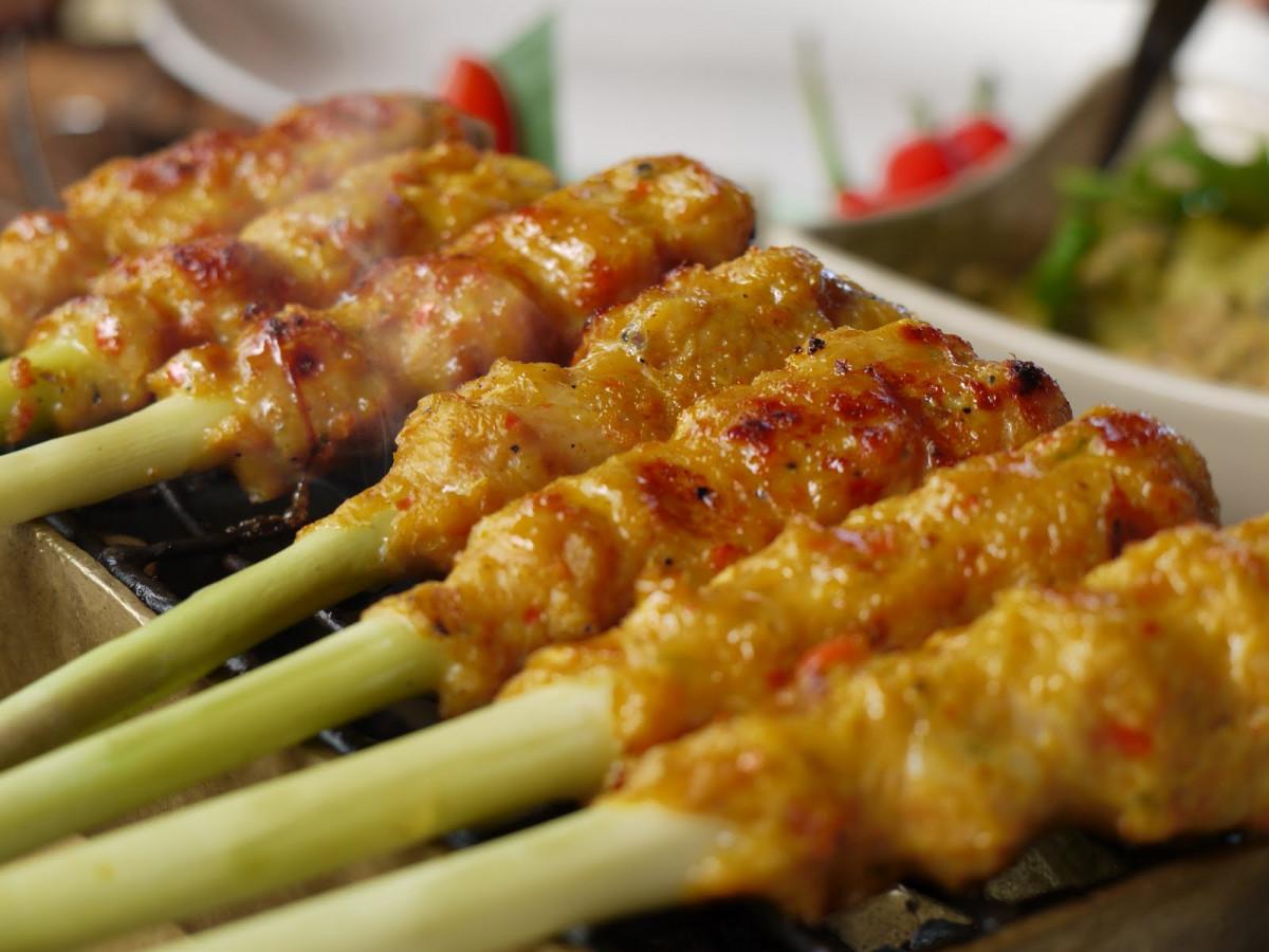 Sate Lilit, Sebuah Makanan Yang Menjadi Simbol Kejantanan Pria