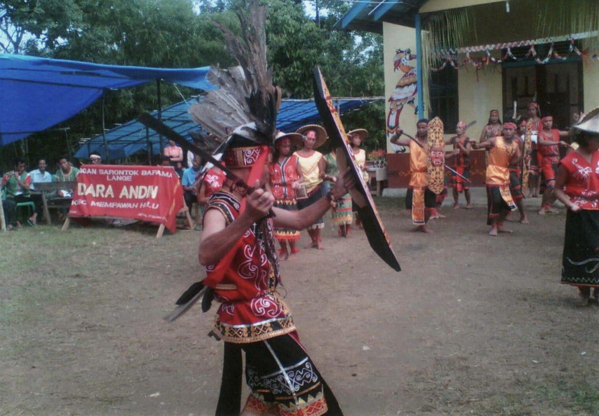 Menilik Asal-Usul Suku Dayak di Pulau Borneo